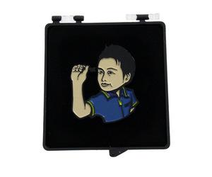 ダーツ雑貨【シェード】プレイヤーコラボピンバッジ 村松治樹選手